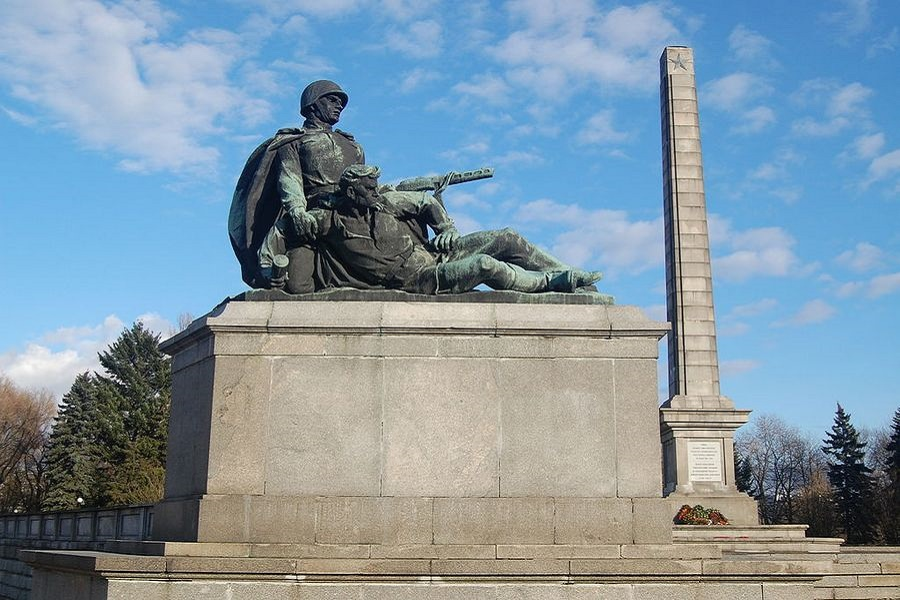Умылись с памятниками в Польше