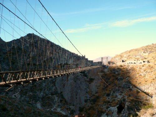 Самые экстремальные мосты планеты (13 фото)