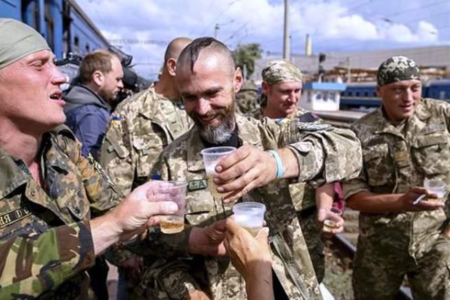 «Лучшую армию Европы» лишают побед и знамен, но украшают натовцами