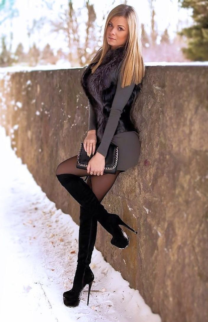 фото девушек в чулках и в сапогах
