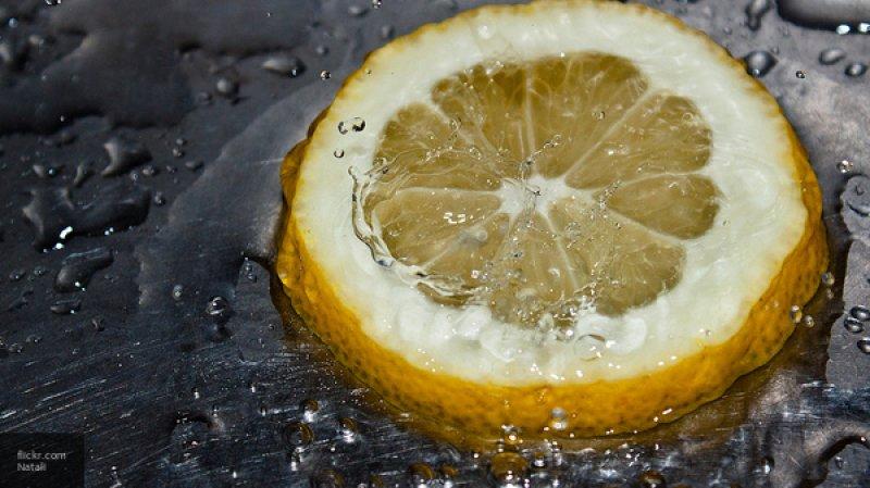 Диетологи рассказали, для кого опасен лимон