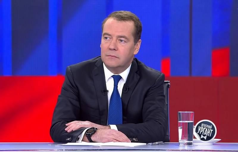 Медведев не исключил введения обязательной вакцинации россиян Новости