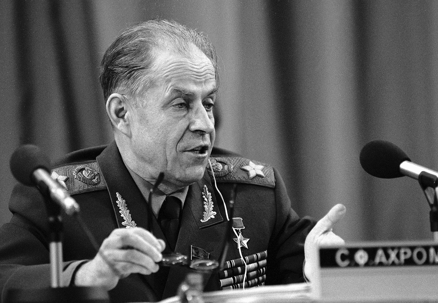 Маршал Ахромеев считал вторжение США в Афганистан подарком, но Кремль обманулся с благословения Андропова история,личности,СССР