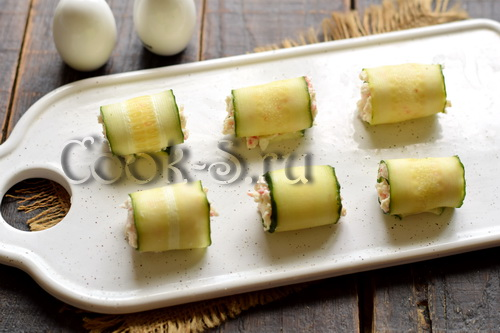 Крабовые палочки + огурцы + сыр = обалденная закуска за 15 минут закуски