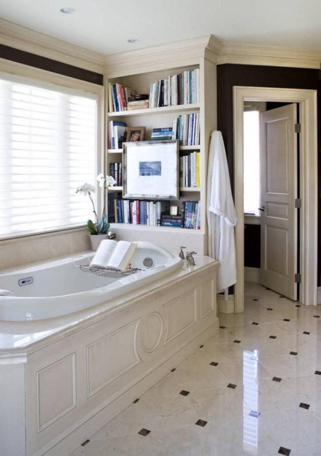 Книжная полка в ванной