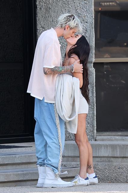 Романтика на улицах большого города: Меган Фокс и Колсон Бэйкер на свидании в Лос-Анджелесе Звездные пары