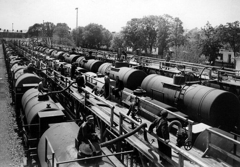 2. Советскую нефть перекачивают для отправки в Третий Рейх, 1940 год архив, исторические фото, фото, фото из прошлого