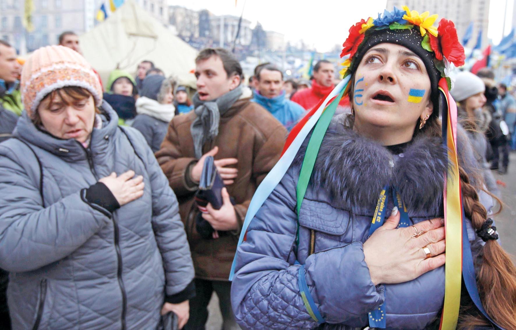 Поющую в Киеве гимн России девушку избили разъяренные украинцы Гимн России,Киев,Националисты,Политика,Украина,Украинцы