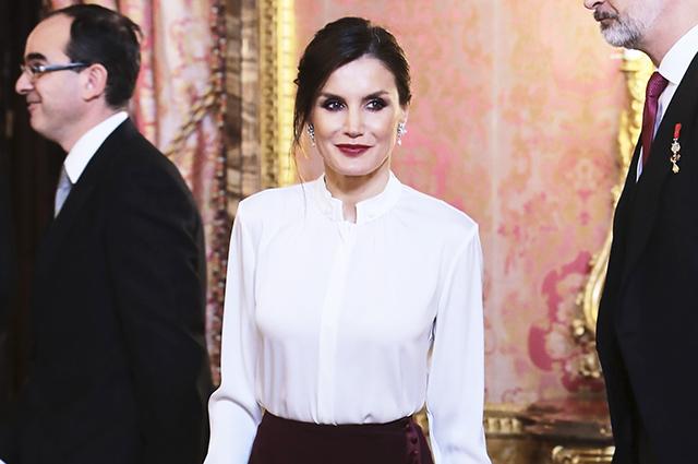 С иголочки: королева Летиция в элегантном образе на дипломатическом приеме в Мадриде