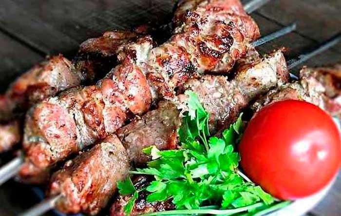 Шашлык из баранины в маринаде из айрана на углях мясные блюда,шашлык