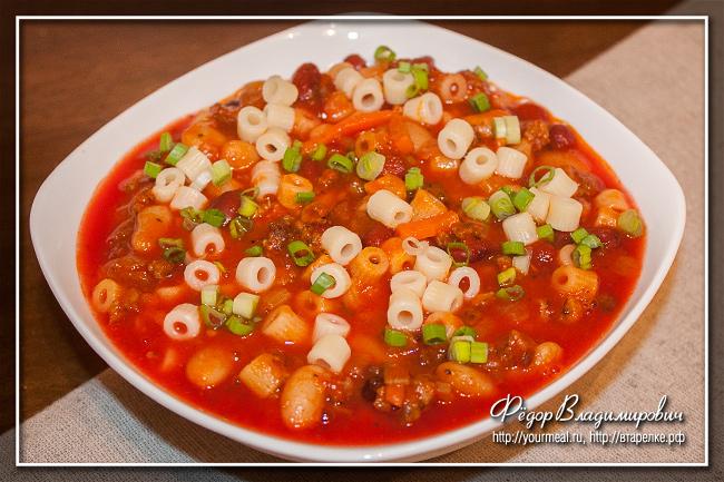 Итальянский густой овощной суп с фаршем, пастой и фасолью