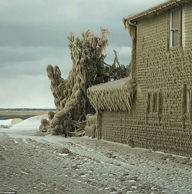Непогода наозере ЭривСШАсковала дома льдом погода,погодные явления,сша,шторм