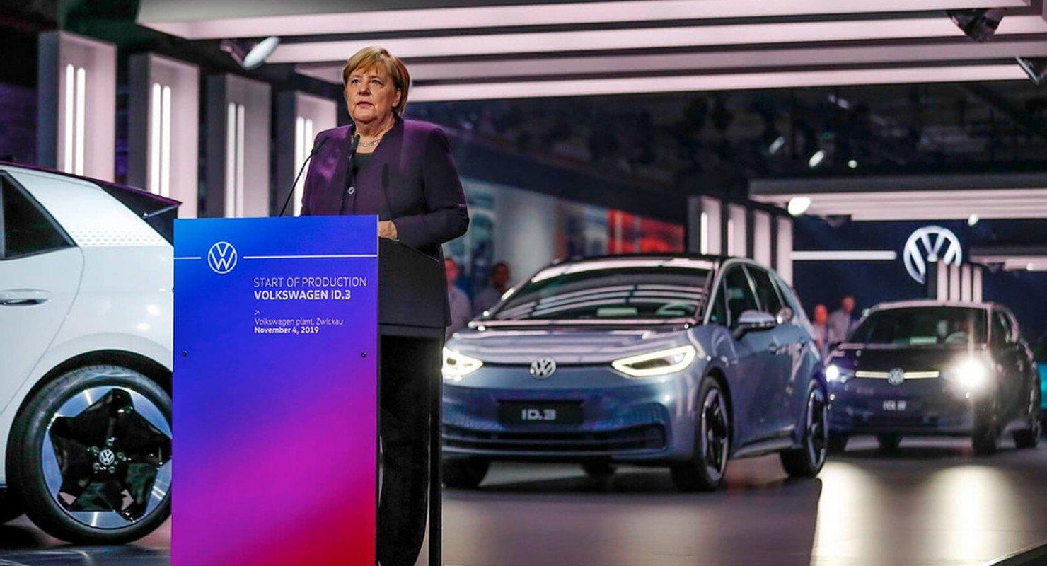 Volkswagen ускоряет переход на электрокары Автомобили