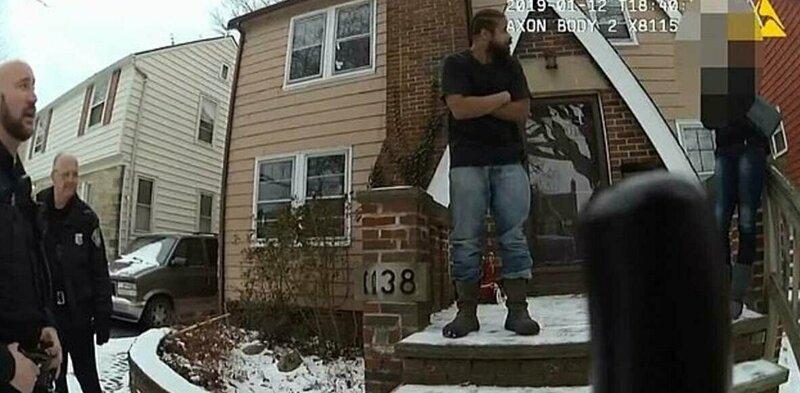 16-летняя американка вызвала полицию, когда отец забрал у неё телефон