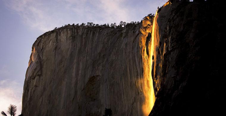 Горящий водопад в парке Йоси…