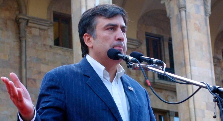 Саакашвили пожаловался международному сообществу на отсутствие слушаний по его делам Политика