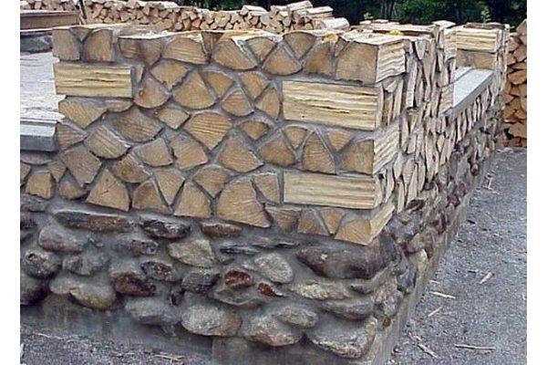 Они взяли обычные дрова и построили потрясающий тёплый дом
