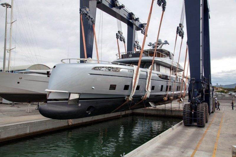 Роскошная яхта с дизайном от Porsche