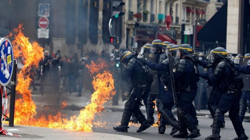 Французская полиция с трудом отбила украинский центр