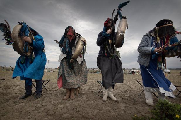 Для тушения сибирских пожаров шаманы используют барана, водку и шторку
