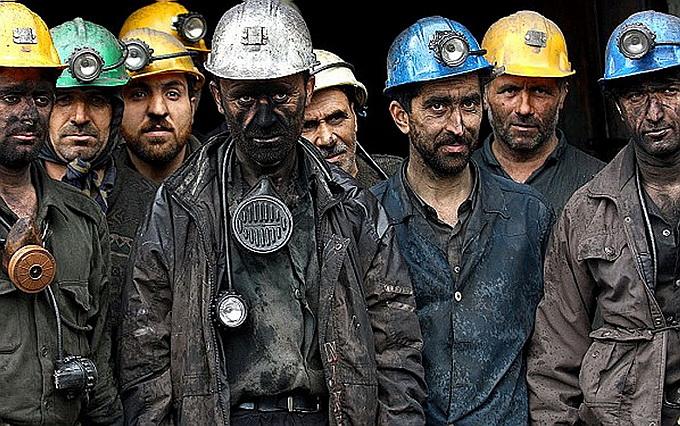 Горняки бывшей шахты украинского олигарха в ДНР взяли в руки оружие