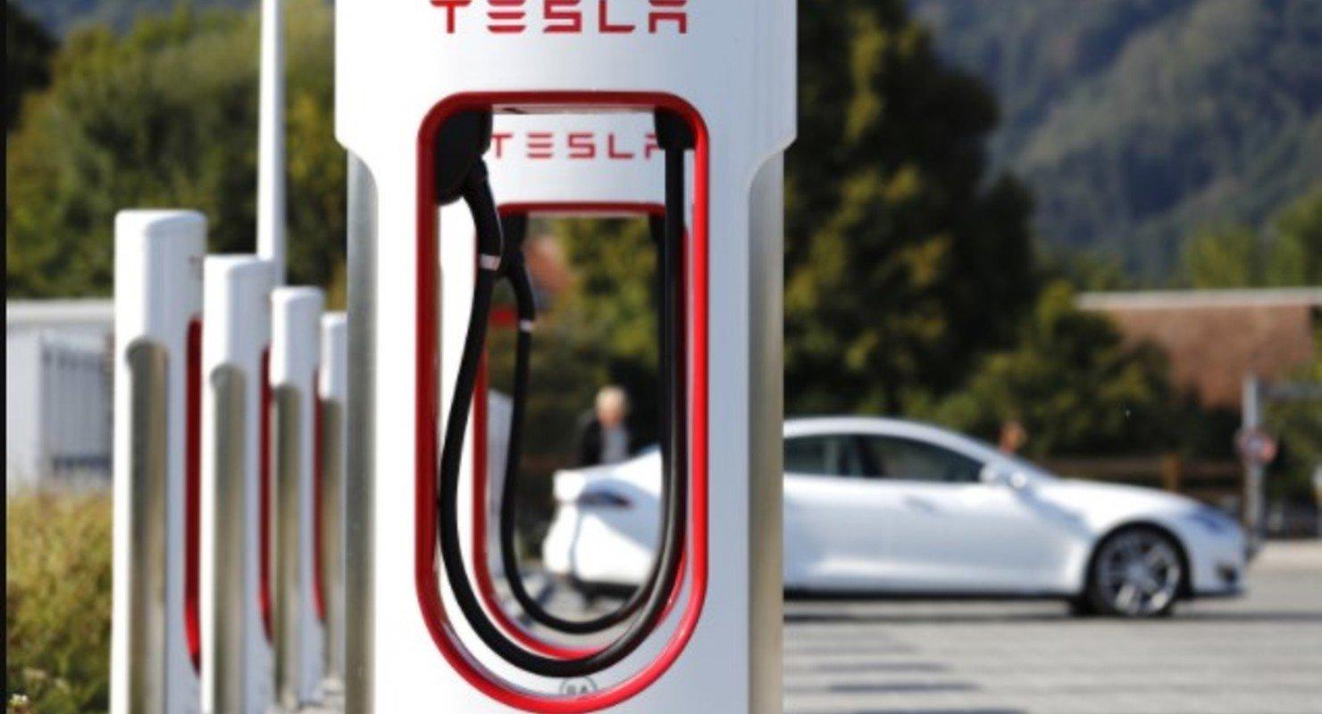 Илон Маск: зарядки Tesla Supercharger будут открыты для всех Автомобили