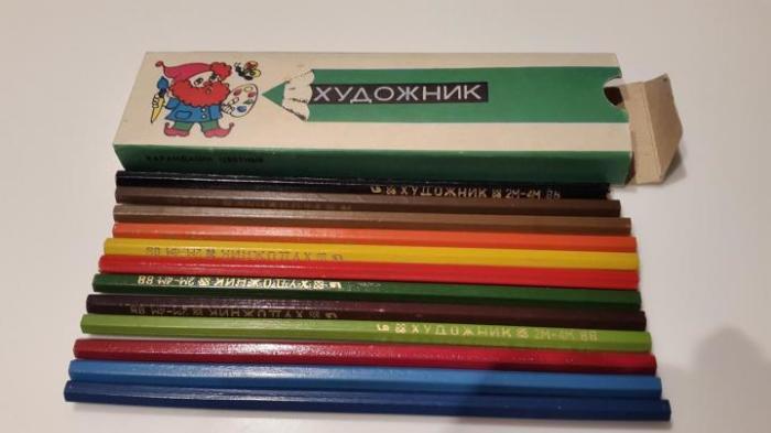 Мамы тайком крали у своих детей чёрный карандаш из набора «Художник»... / Фото: yula.ru