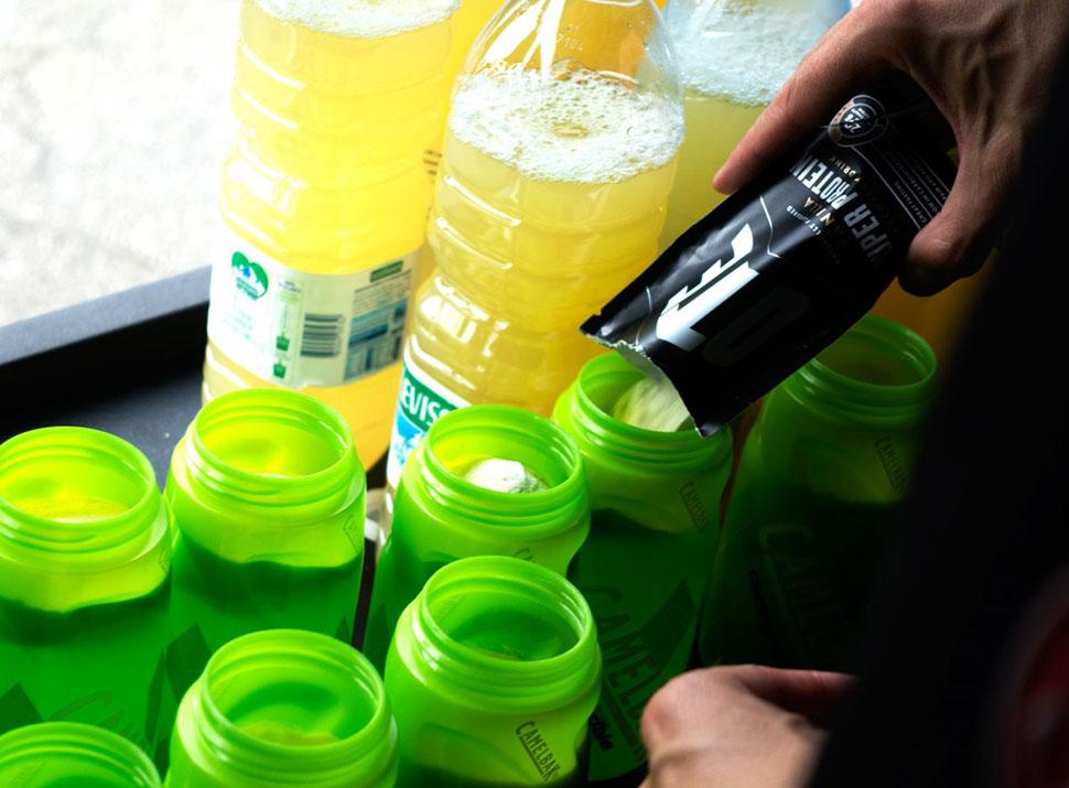 Что пьют и едят чемпионы Tour de France сразу после гонки