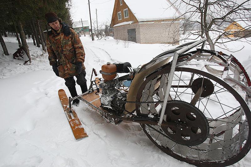 Пенсионер в вятской деревне собрал аэросани, снежный трактор и мотодельтаплан дедушка, люди, очумелый ручки, пенсионер