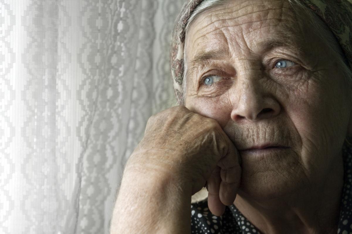 фото картинки старушка грустная необходимо