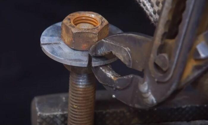 Как сделать из всякого хлама годный ручной насос своими руками для дома и дачи,мастер-класс