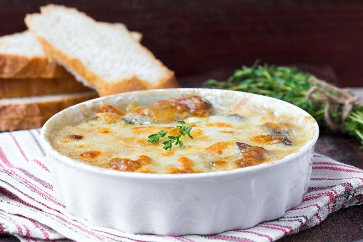 Жюльен в духовке с баклажанами, кабачком и сыром закуски,овощные блюда