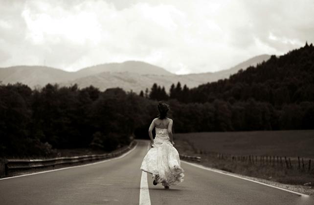 Она сбежала со свадьбы, подс…
