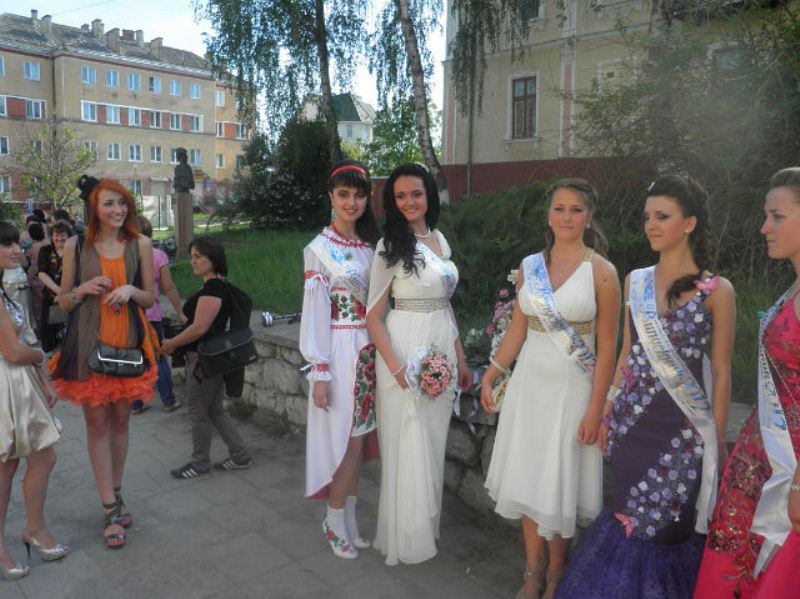 Оригинальное платье на выпускной (10 фото)