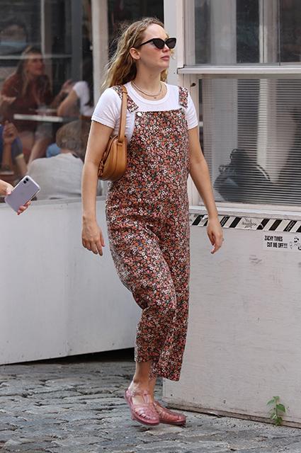Дженнифер Лоуренс впервые появилась на публике после объявления о беременности Новости