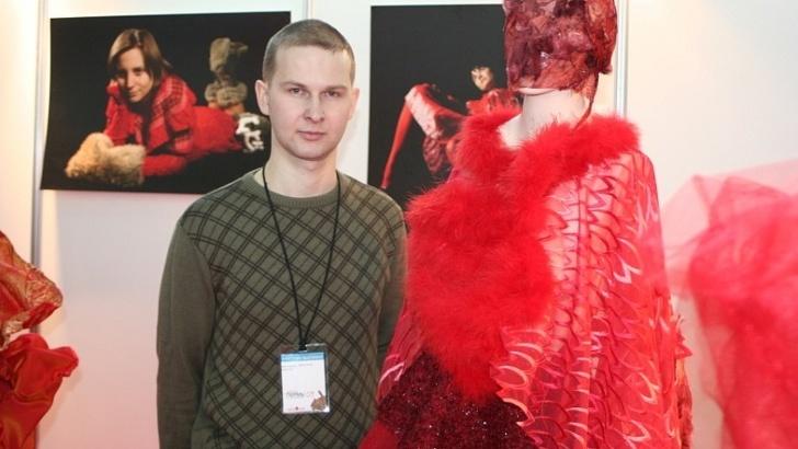 Слесарь из Перми днем чинит трубы, а по вечерам шьет платья для конкурсов красоты
