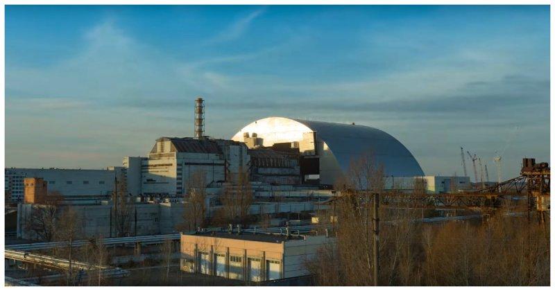 Самая большая из когда-либо построенных передвижных наземных конструкций накрыла четвертый энергоблок Чернобыльской АЭС