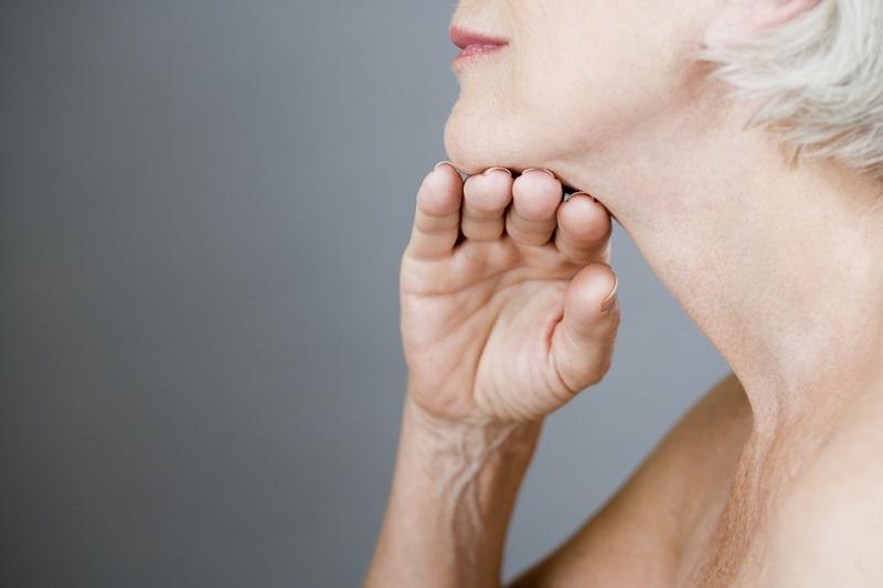 как подтянуть кожу шеи и декольте