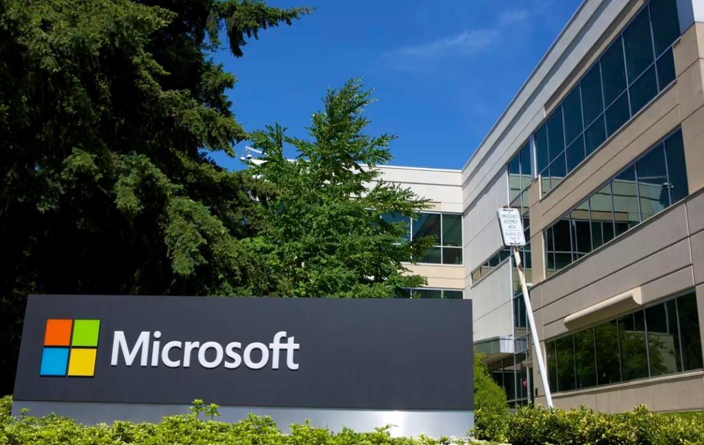 Two long-time Microsoft board members step down