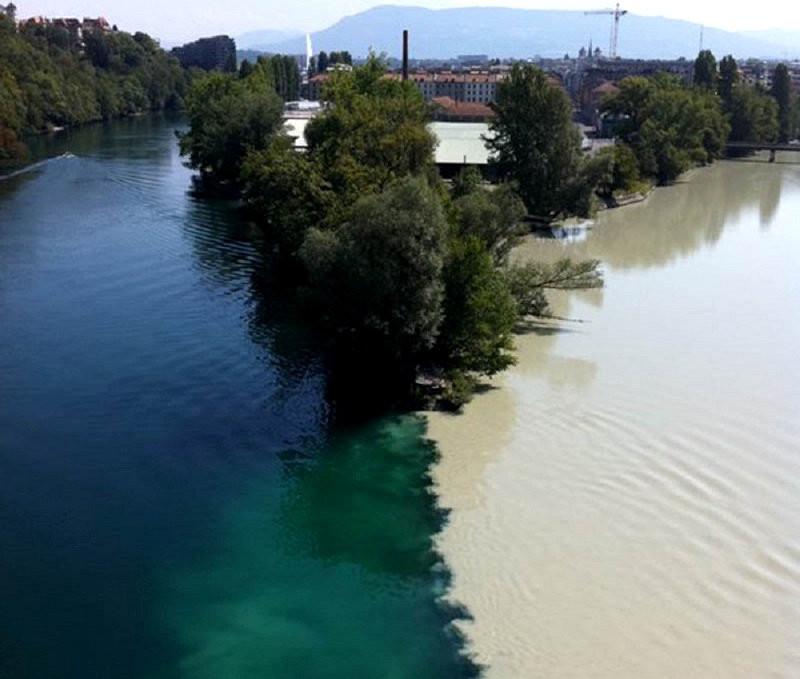 Место встречи рек Рона и Арв в Женеве. контраст, природа, реки, слияние