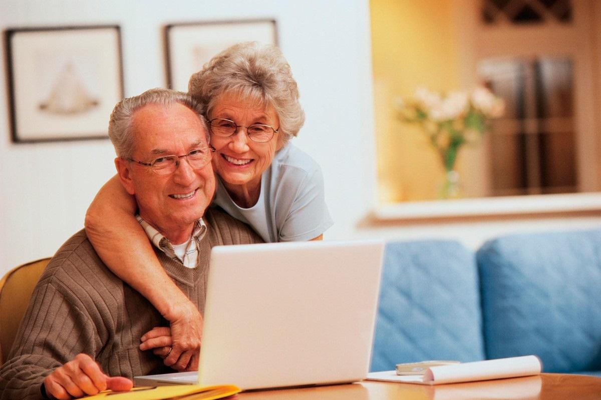 Картинки пенсионеров вечером дома
