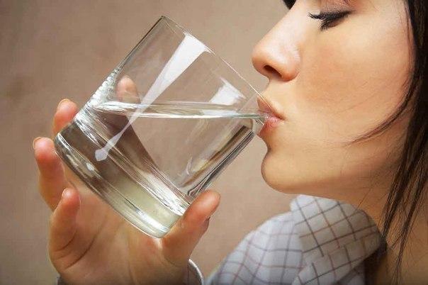 Девять серьезных причин пить воду