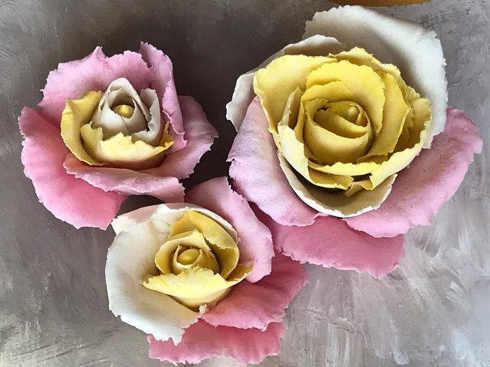 Нежные розы из соленого теста лепка