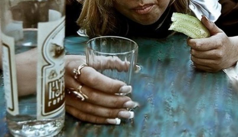 «Еще так молода»: Бывшая жена известного российского актера спивается в нищете