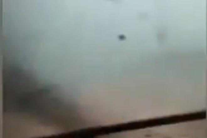 Водитель грузовика проехал прямо сквозь торнадо и все снял на камеру Видео,грузовик,дальнобойщик,Природа,Пространство,торнадо,ураган