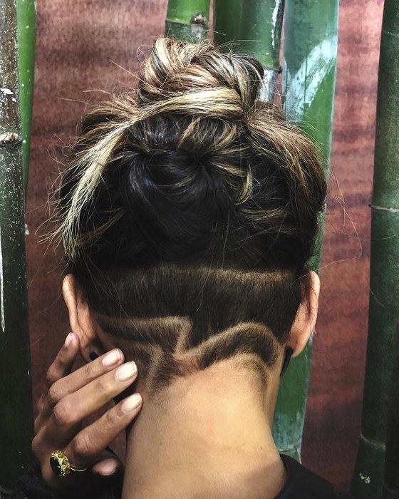Прическа для лета: учимся у звезд, как собрать волосы в пучок