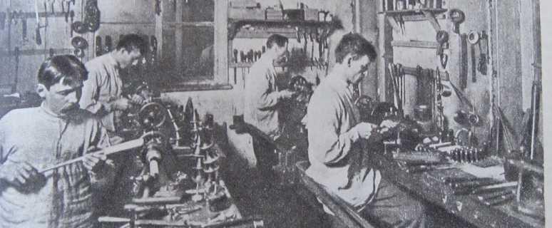 Как жили рабочие в России, которую тогда потеряли любители хруста французской булки