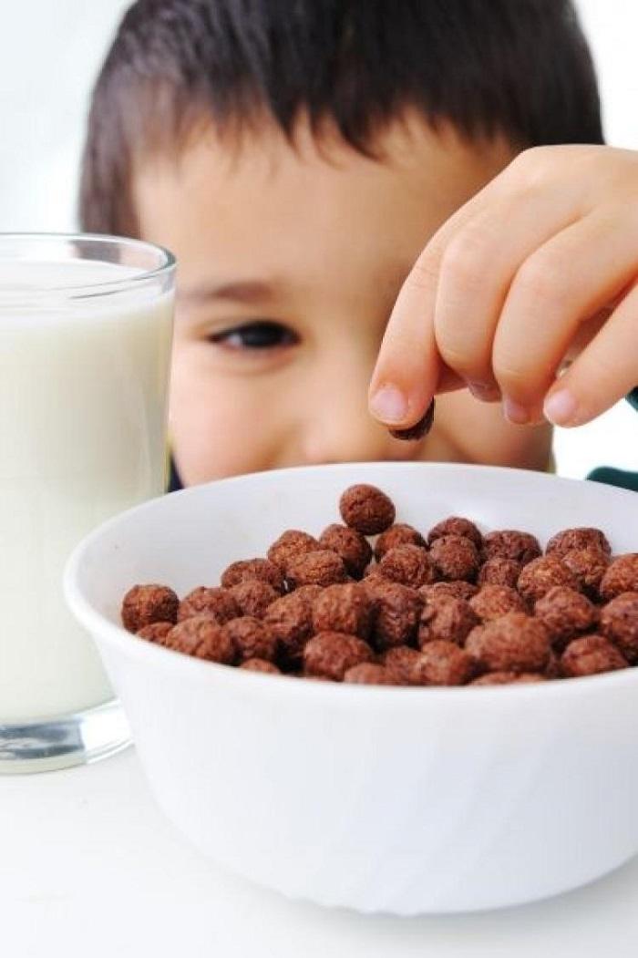 Как помочь сладкоежке справиться с зависимостью: практичные советы доктора Комаровского