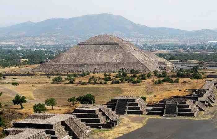 Великая пирамида в Гизе является самой высокой в мире.