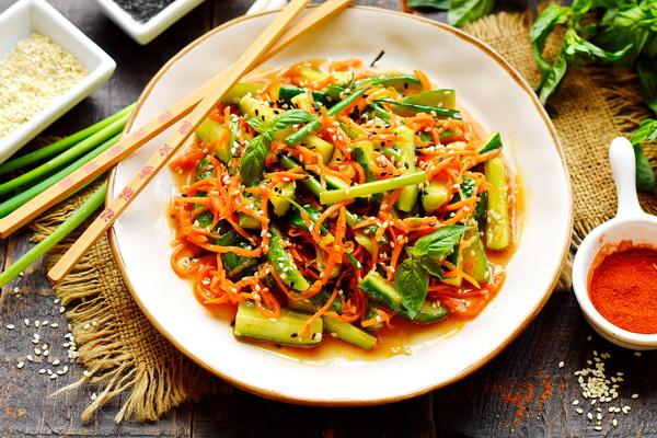 Огурцы + морковка = просто обалденный салат
